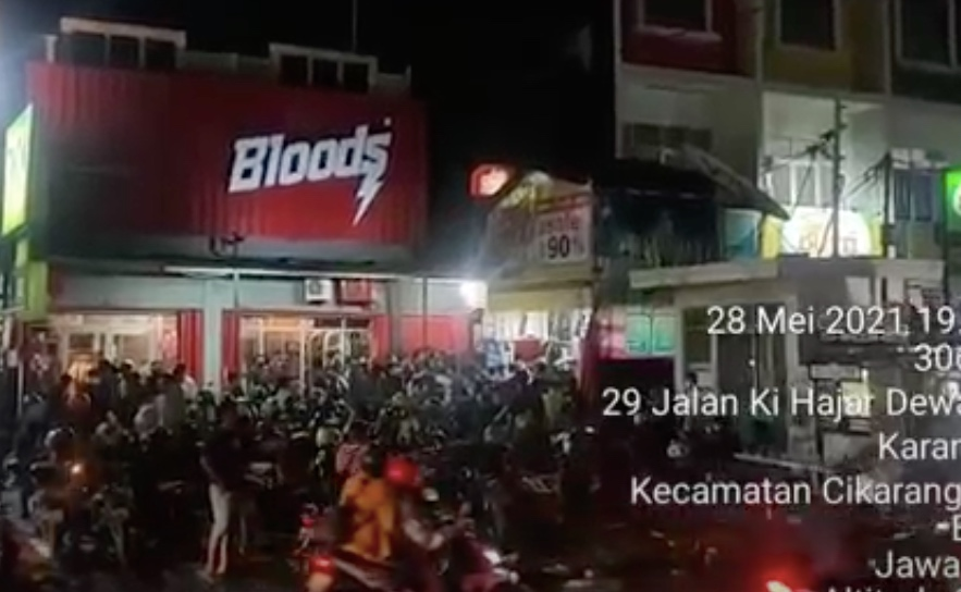 Diskon Besar-besaran Timbulkan Kerumunan, Polisi Tutup Paksa Distro di Bekasi