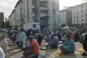 Viral video footage showing dozens of Muslims, believed to be foreigners, praying in the open, made the rounds on July 20.