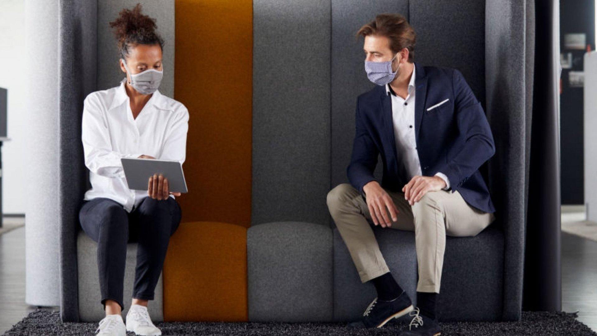 3 truke për të komunikuar në mënyrë efektive kur vishni një maskë