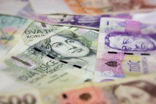 Bankovky přenášejí koronavirus. Bezkontaktní karty snižují riziko nákazy podnikatelů