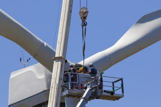Větrníky, kam se podíváš. Německo finančně podpoří nové kapacity