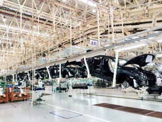 Abychom přežili, musíme investovat do elektromobility, říká německý dodavatel automobilek