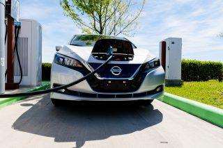 Elektromobily vyjdou draho: Evropa musí mít do 10 let tři miliony nabíječek