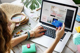 Češi v roce 2019 utratili v e-shopech rekordních 161 miliard. Nakupovaly tam hlavně ženy