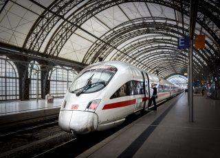 Pojď k nám, dostaneš byt. Náborová mašina Deutsche Bahn letos nasála 24 tisíc lidí