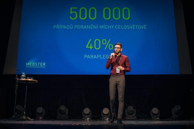 Diváckou cenu získal Mebster, exoskelet pro osoby s ochrnutím dolních končetin