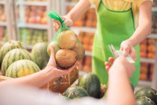 Průzkum: Menší prodejny vítají stravenkový paušál. Zatím musejí platit za stravenky provizi až 10 procent