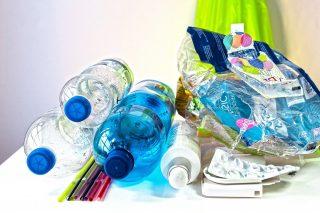 Firmy omezují škodlivé plasty. Ušetří tak desítky tun materiálu