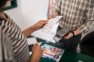 Výjimka z EET: Podnikatelé už mohou žádat o papírové účtenky