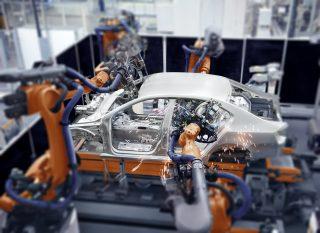 Rozvoj elektromobility ohrožuje v německém autoprůmyslu téměř půl milionu míst