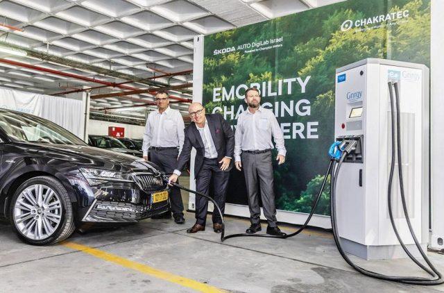 Škoda Auto spolupracuje s firmou Chakratec na dobíjení elektromobilů