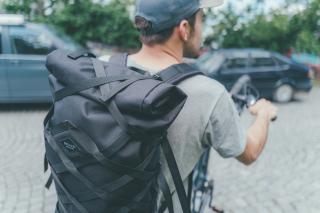 Startup Braasi se prosadil s městskými batohy, letos přidal kola