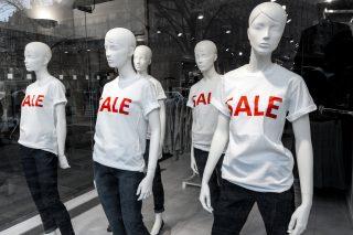 Obchod jako škola podvodu. Prodejny lákají na fiktivní slevy