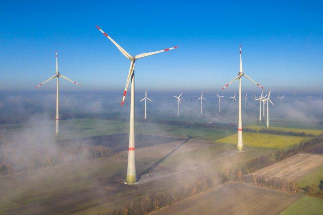 Němci instalují v průměru jednu větrnou turbínu každé dva dny, ani to ale nestačí na dosažení cíle vytčeného v oblasti zelených energií.