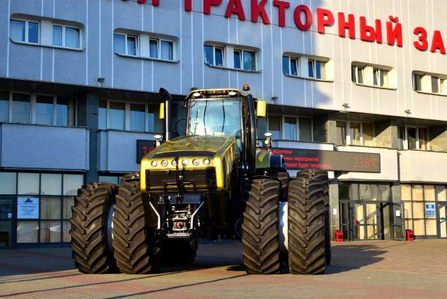 Tradičním odvětvím je výroba těžkotonážních traktorů, jako je nový, nejrobustnější model Belarus 5022.
