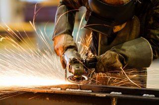 Konec růstu: Průmyslová produkce loni začala po pěti letech prosperity klesat