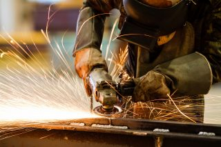 Průmyslu i stavebnictví se na začátku roku dařilo