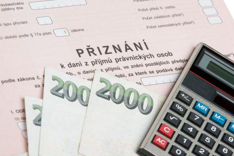 Daňových přiznání se do dubna vybralo o statisíce méně než loni