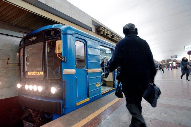 Osou dopravy v metropoli Minsk je metro ne nepodobné tomu pražskému.