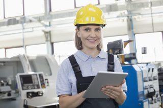 V českém průmyslu přibývá žen. Vliv má rostoucí podíl studentek technických oborů i automatizace