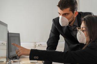 Koronavirus: Jak je to s pracovním právem?