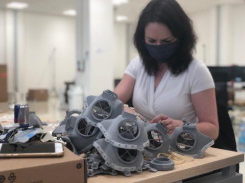 Česká maska nejvyšší ochrany se připravuje pro sériovou výrobu