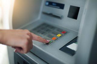 Podnikatelům na venkově chybí bankomaty. V době koronaviru se nemohou dostat k hotovosti