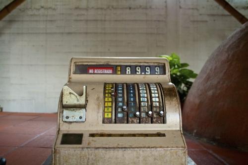 Starší pokladny elektronickou evidenci tržeb nezvládnou, varují odborníci