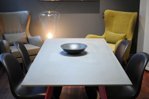 Gravelli, konferenční stolek