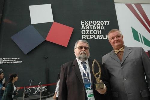 Jan Krs a Bohumil Bochňák s bronzovou medailí