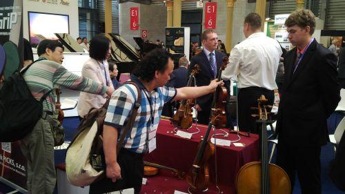 Zájem byl i o housle firmy Violin-Rácz