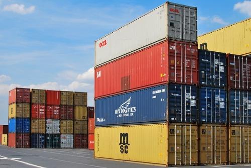 Nová zpráva Komise: Přibývá obchodních překážek. EU i tak trhy otvírá