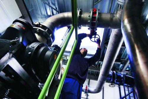 Česko chce po vzoru okolních zemí zavést úlevy pro energeticky náročný průmysl. Foto: Marin Pinkas/Euro