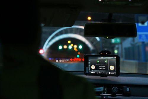 V Česku se začaly testovat dálnice, které mluví s auty. Foto: Martin Pinkas/Euro