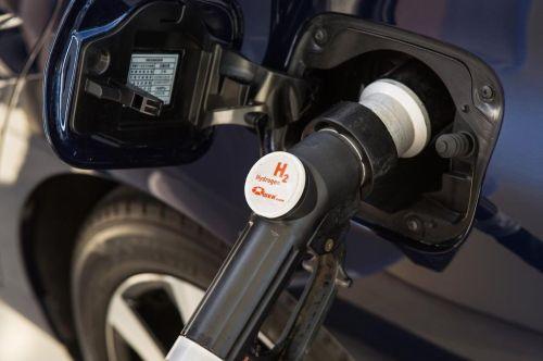 Naplnění nádrže vodíkem trvá tři až pět minut. Foto: Toyota