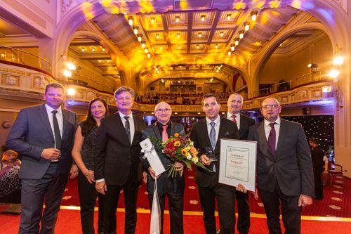 Zástupci společnosti Centrum FotoŠkoda - třetí místo v kategorii Střední firma soutěže Equa bank Rodiná firma roku 2018. Foto: AMSP