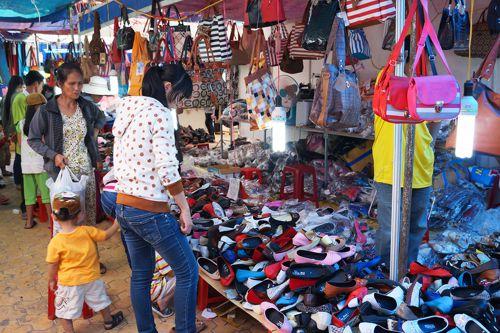 Padělky zamořují český obchod, netýkají se jen tržnic