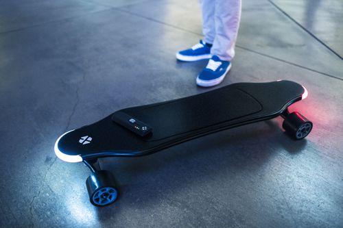 Elektrické skateboardy, surfy i tříkolky. Češi jsou průkopníky v elektrifikaci dopravy
