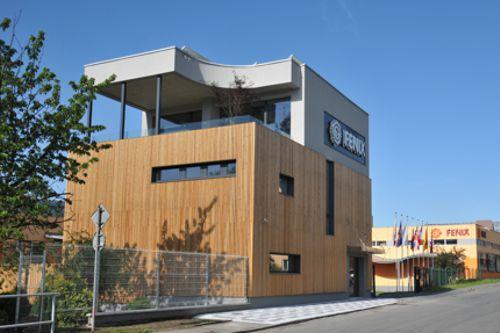 Inovativní kancelářská budova v Jeseníku využívá solární panely a baterie. Foto: Fenix Group