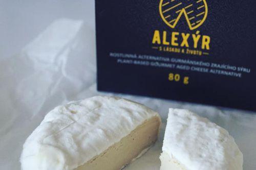 Vegmelín, veganský sýr od společnosti Alexýr. Foto: sabi_pollen