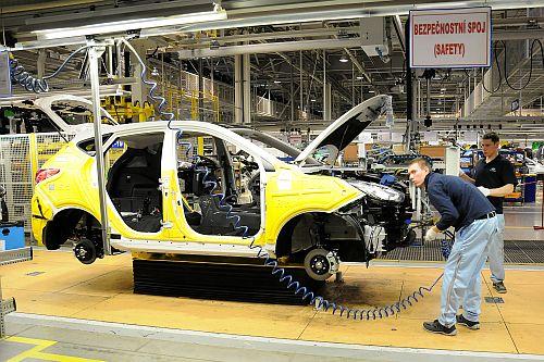 Pozvánka do Autolandu. Česko láká pracovníky z Asie na minimální mzdu