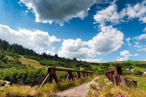 Ukrajina staví v Karpatech nové silnice