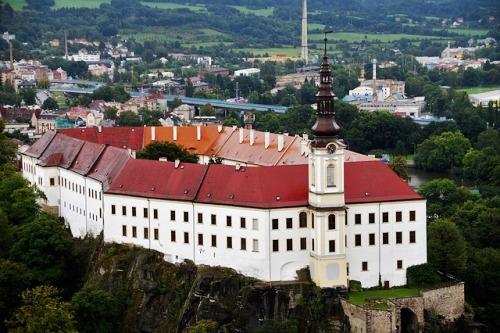 Karlovarský a Ústecký kraj: Břemeno dědictví i konkurence Německa