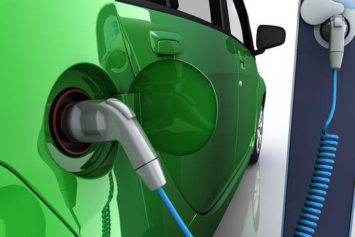 Vstříc elektromobilitě. Británie chce zavést povinnost dobíjecí stanice do každého domu
