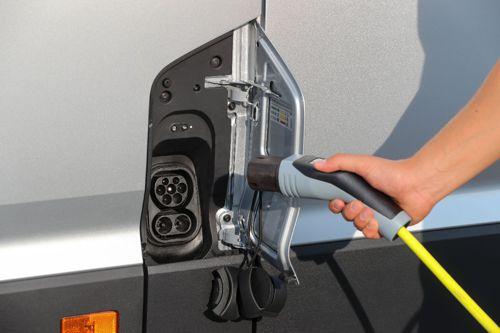Elektřina, nebo vodík? Německý autoklub doporučuje obojí