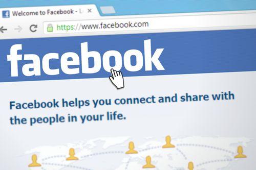 Malé firmy odnášejí válku Facebooku s fake news. Zlobí se na nedostatek informací