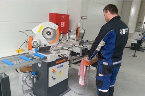 dělník továrna obráběcí stroj výroba