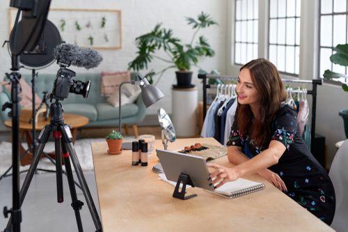 Vlivní kluci a vlivné holky se prosazují v influencer marketingu