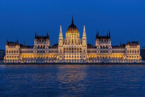 Společnost MORAM chystá v Maďarsku chytré kiosky s wi-fi i s nabíječkou pro elektrokola
