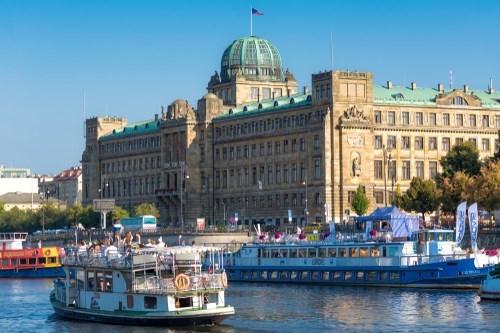 D1 na Vltavě. Lodě škodí pražskému ovzduší